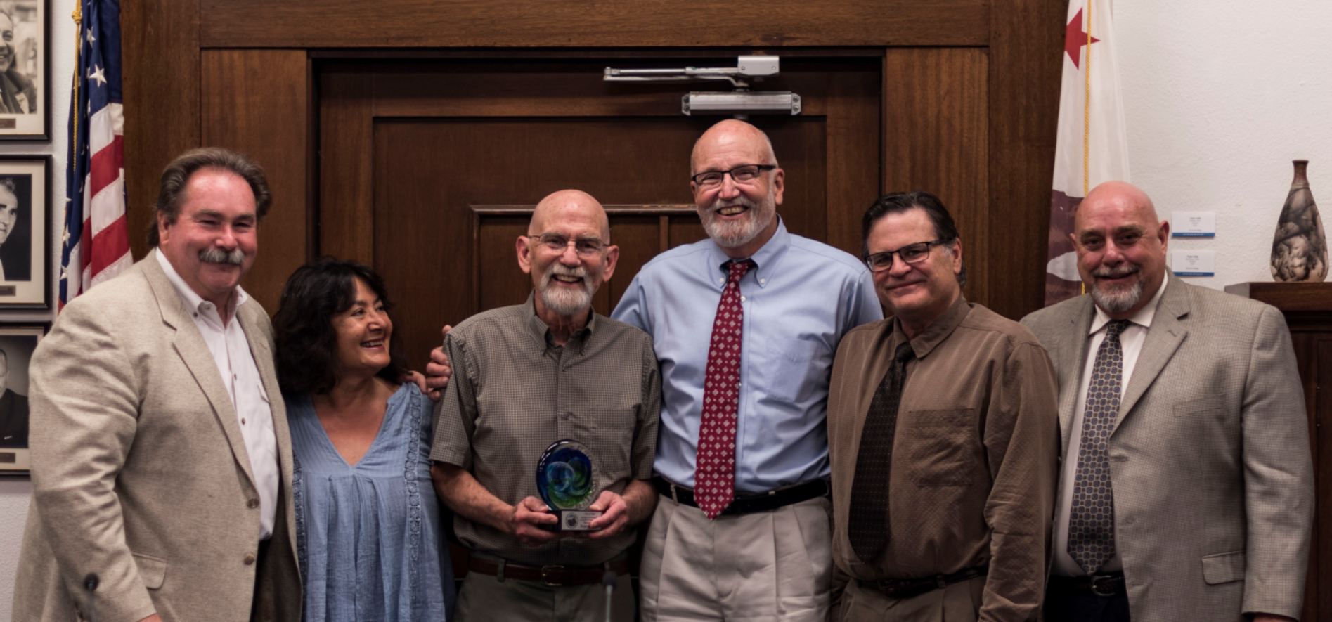 Roger Conrad receives Ojai Arts Commission Lifetime Achievement Award from the mayor and city councilpersons at the Council's May meeting.  From left, Councilpersons Randy Haney, Suza Francina, Mayor Johnny Johnston, William Weirick and Paul Blatz.